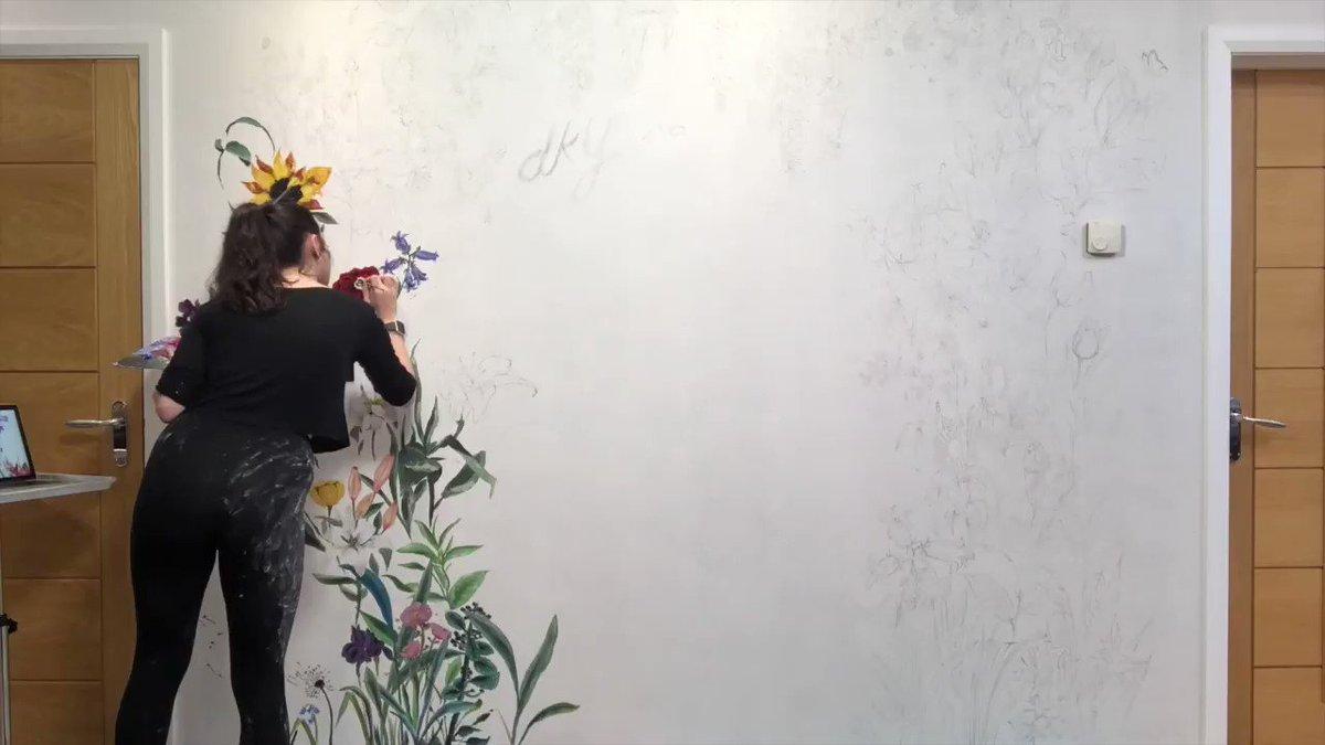 So chuffed with this piece! 🌺 #flowers #timelapse #art #artist #mural #murlart