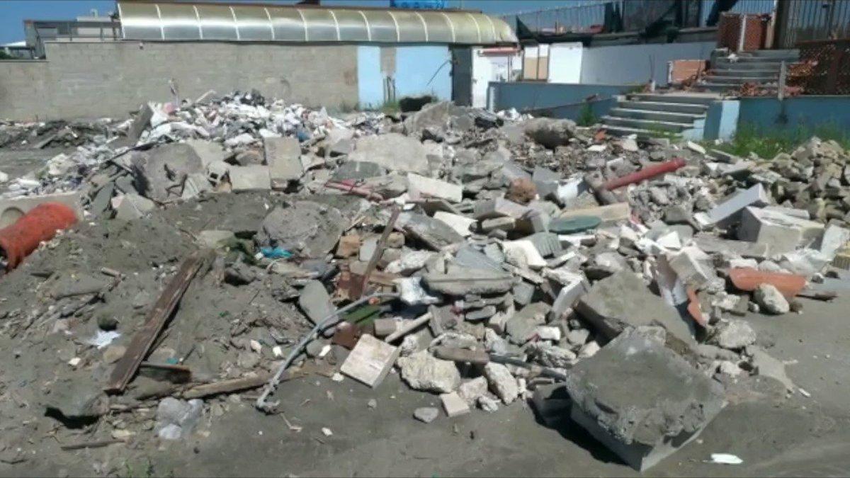 A Ostia sono partiti i lavori di riqualificazione dell'ex stabilimento balneare Arca, da tempo in stato di abbandono, dove a marzo eravamo già intervenuti per abbattere le strutture irregolari: bit.ly/31SD6lS