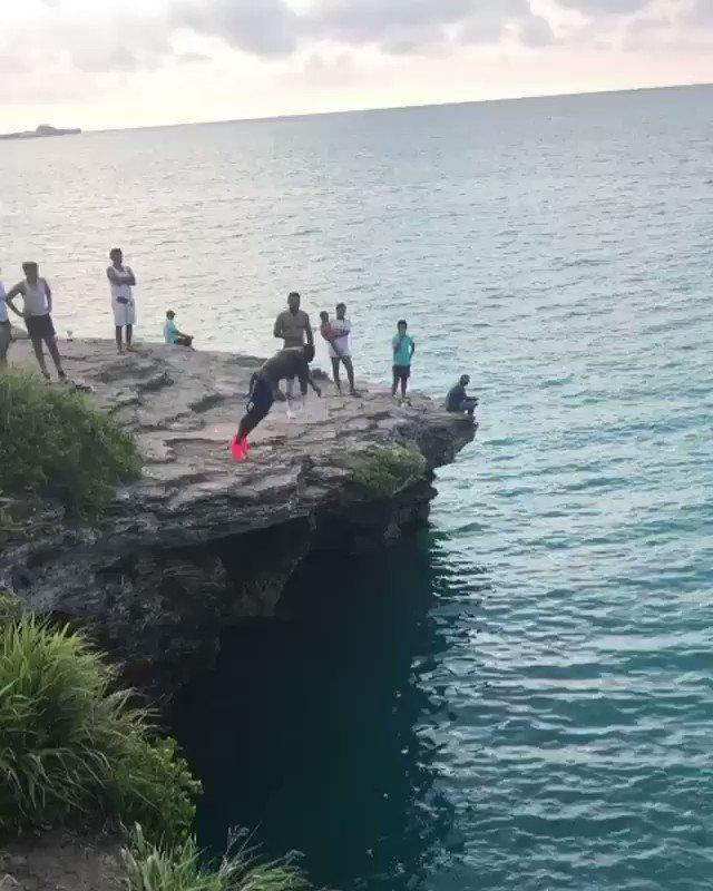 Ank gon lie, he had us in the first haff. Rate de dive! ⭐️🇧🇲ig: mstr_hill⠀ ⠀  #getratedbda #bermuda #cliffdiving