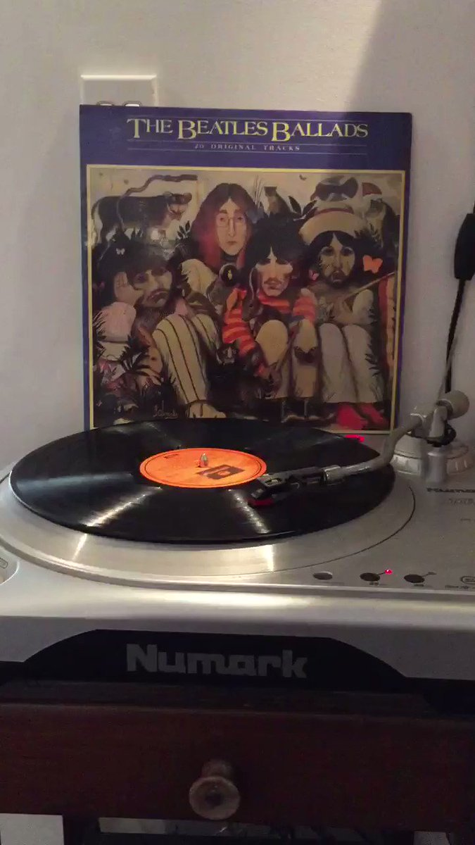 #MusicForCoolGrownups #vinyl of the day. #TheBeatles  Ballads. One of my all time favourite Beatles compilation Albums. Perfect for a relaxation of the mind and soul..... Happy Birthday #RingoStarr #Music #love #album #record #joy #PeaceAndLovepic.twitter.com/IbrQ2pidX2