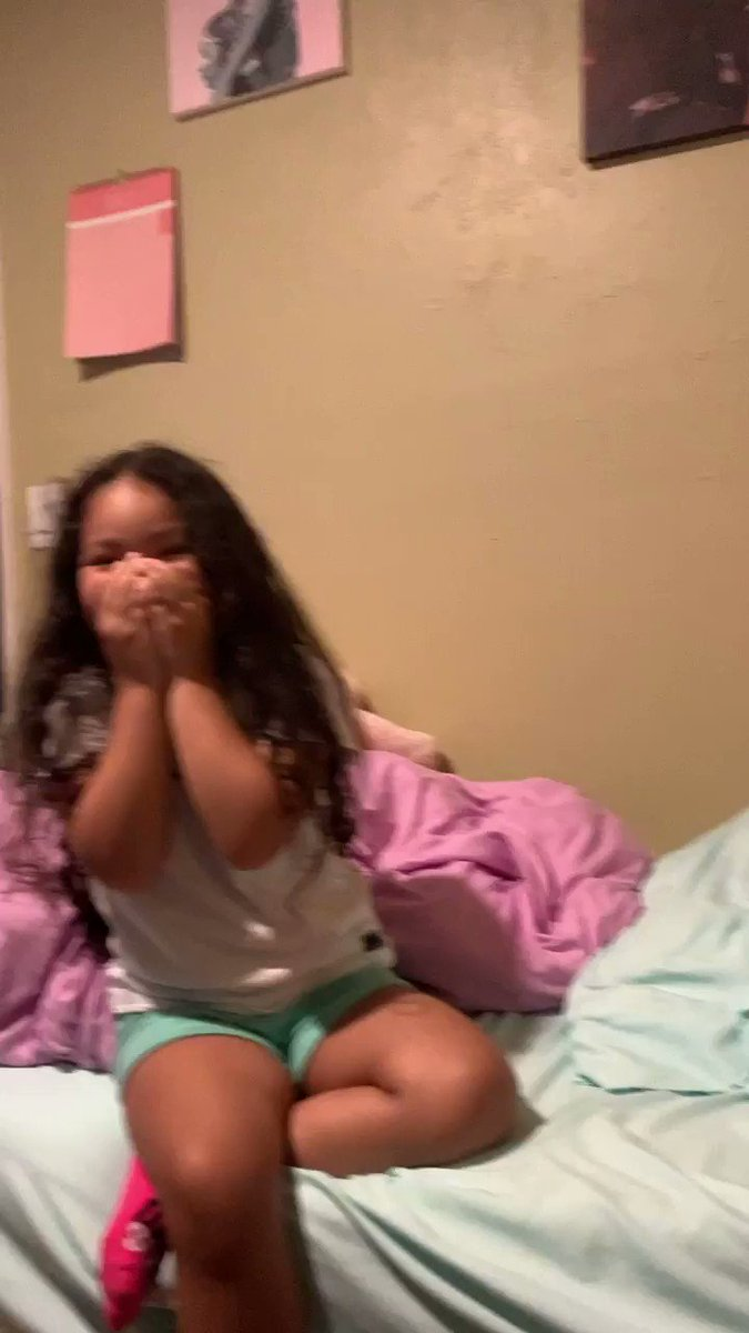 Look at HER! She just found out Justin Bieber liked her video on Instagram lmfao !