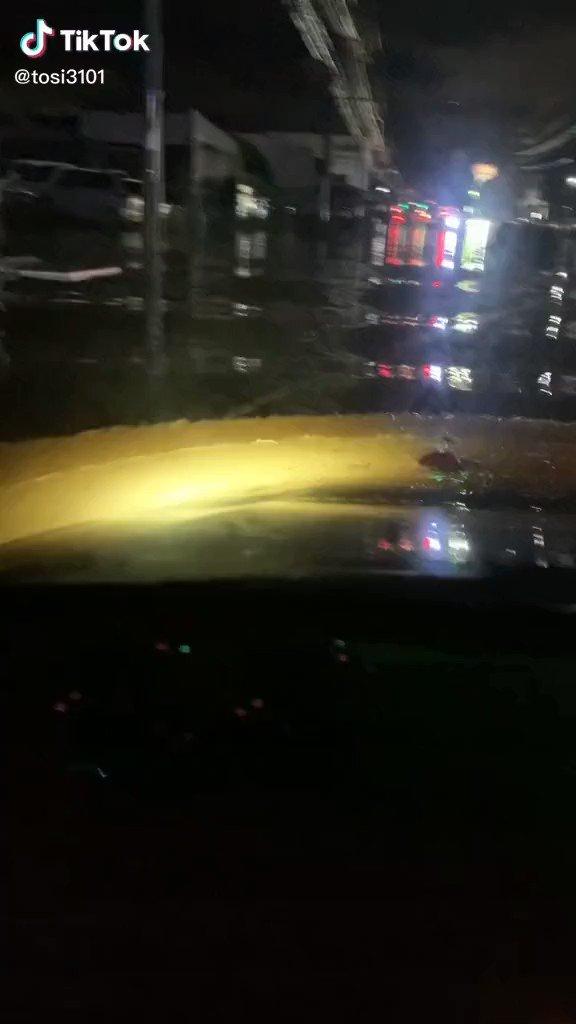 何故行く⁉️何このカップル⁉️止まるに決まってるやろ~もう意味分からんわ…😵🌀車くんが一番可哀想…😭#大分川氾濫 #tiktok
