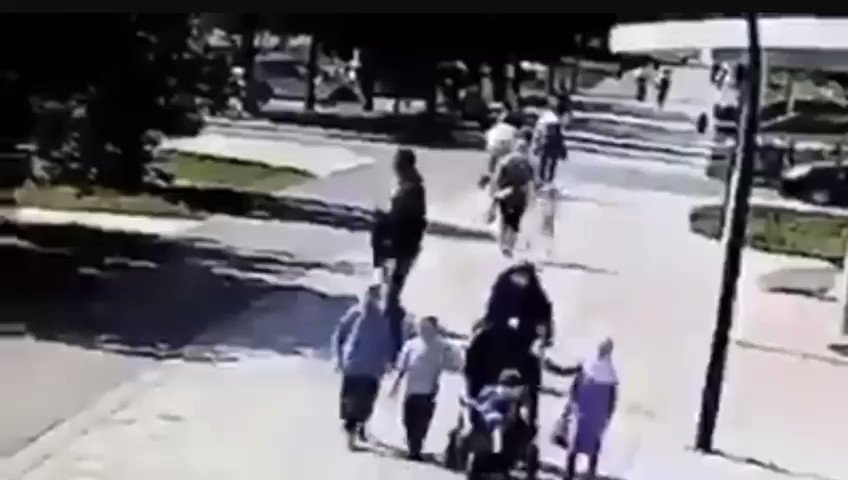 This coward in #Russia did this to our #Muslim sister in front of her kids,all the Muslim men walking around ready but cowards love to pick on our sisters, they pick in chose wisely,but alhamdulillah  our #azerbaijan #Turkish brothers in #Moscow caught up with him and gave him pic.twitter.com/BrKf0PK8nu