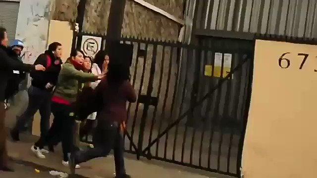 RT @desde_1965: Mujer es agredida por izquierdistas en el estreno del documental 'Pinochet'. (2) https://t.co/QMqrDxBvHM