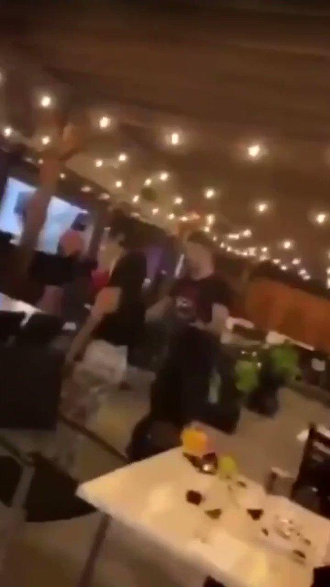Video: Mike Perry protagoniza altercado en un bar y termina golpeando a un hombre mayor. #DiarioMMA https://t.co/DC5JqqMRWX