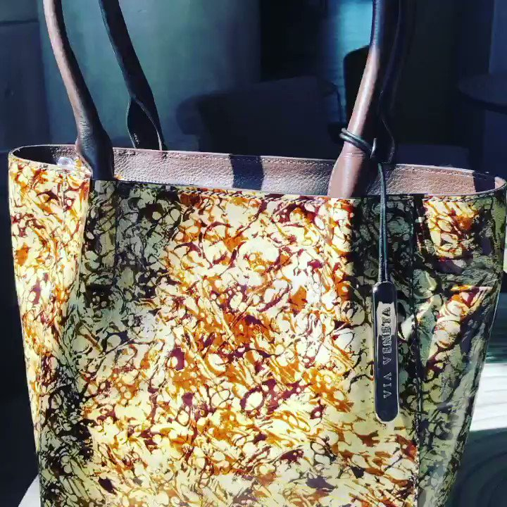 A one of a kind premium beauty #leather #musthave #oneofakind #uniquepiece #onlineshopping #leatherbag #totebag #vialamoda #exclusive #funkypatterns pic.twitter.com/fX6qpHEaXF