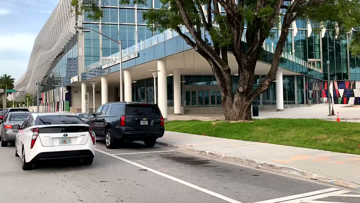 The long line at the Miami Beach Convention Center Covid-19 Testing site... cars are lined up for blocks. It opens for testing at 9am. #florida #stayhomestaysafe #wearamask https://t.co/Xcu6oVm50v