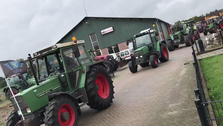 Image for the Tweet beginning: Honderden boeren rijden momenteel vanuit