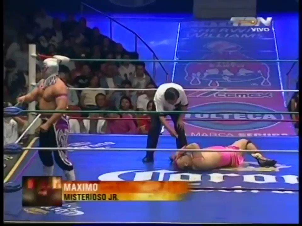 Hoy en la #LuchaDelRecuerdo regresamos en el tiempo once años atrás para revivir este emocionante match relámpago entre @misteriosojrjr y @MaXiMo_Sioux el 9 de octubre de 2009 en la majestuosa Arena México.
