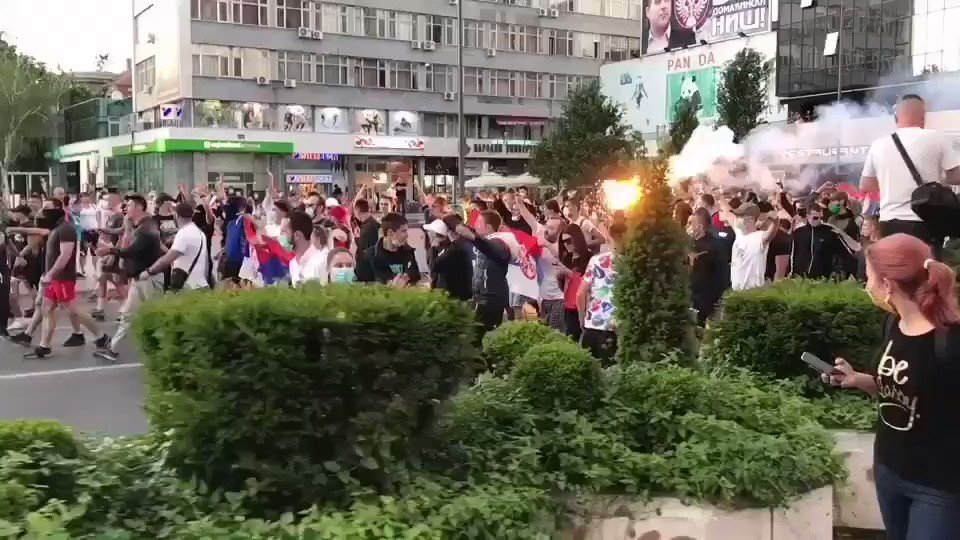Anti-government protests continue in Serbia, a peaceful protest in the city of #Nis. (📹@ThomasVLinge)