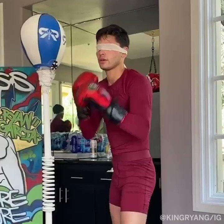 Even blindfolded, @KingRyanG is a beast on the bag. https://t.co/lW2QeZbOB4