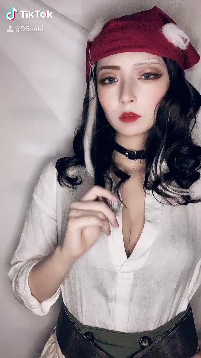 ⚠️動画 音出る⚠️一部衣装違いTikTokでまた強い女なデミ姐さんを撮ったので見てください〜🍷✨✨
