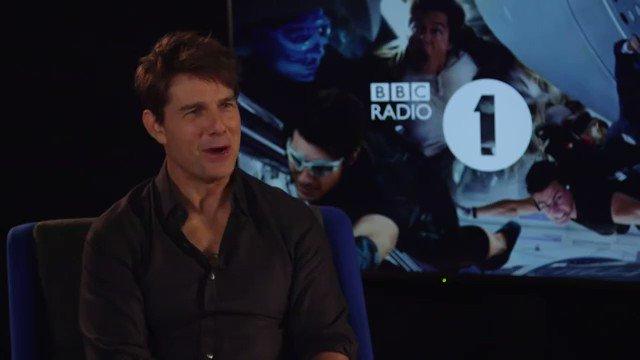 自分のクソコラを見て笑いがとまらないトム・クルーズ