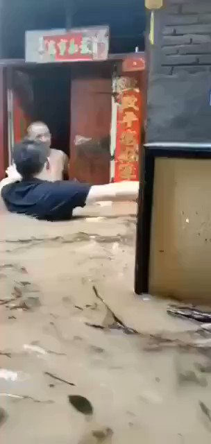洪水來臨前就讓你們跑,但沒人信。 https://t.co/Cht9vbEKXJ