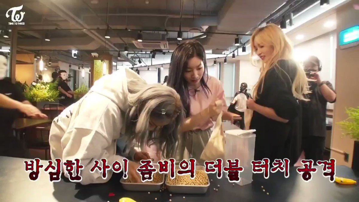 Jeongyeon and Dahyun was looking at the beans before getting infected and they immediately went for Mina 🧟♀️🧟♀️ Mina just 🧟♀️ the moment Dahyun touched her