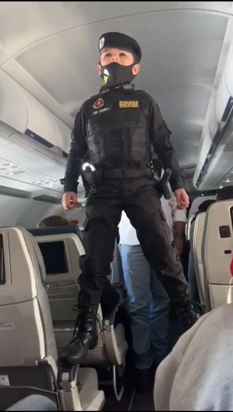 Imagina vc entrar num avião... e pouco antes de decolar acontece isso. Oq vc faria?
