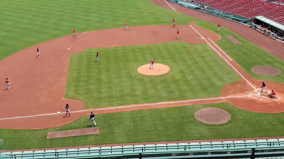 4 batters in, Martin Perez hasnt retired a batter, including this bases loaded walk to JBJ. Inning over after Perez gets only one out when Peraza pops out to first. #RedSox