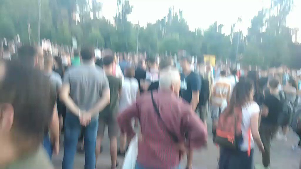 #Belgrade anti-government protest, fourth consecutive day. Apart from the capital, this evening protests are ongoing in: - Novi Sad (north) - Niš (south) - Kruševac  - Kraljevo. List not complete. #Serbia #protests2020