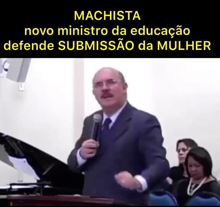 Nada contra pastores! Tudo contra quem defende a opressão e a submissão das mulheres! Não à discriminação!!  #elenão  #forabolsonaro https://t.co/94K1xLPh1X