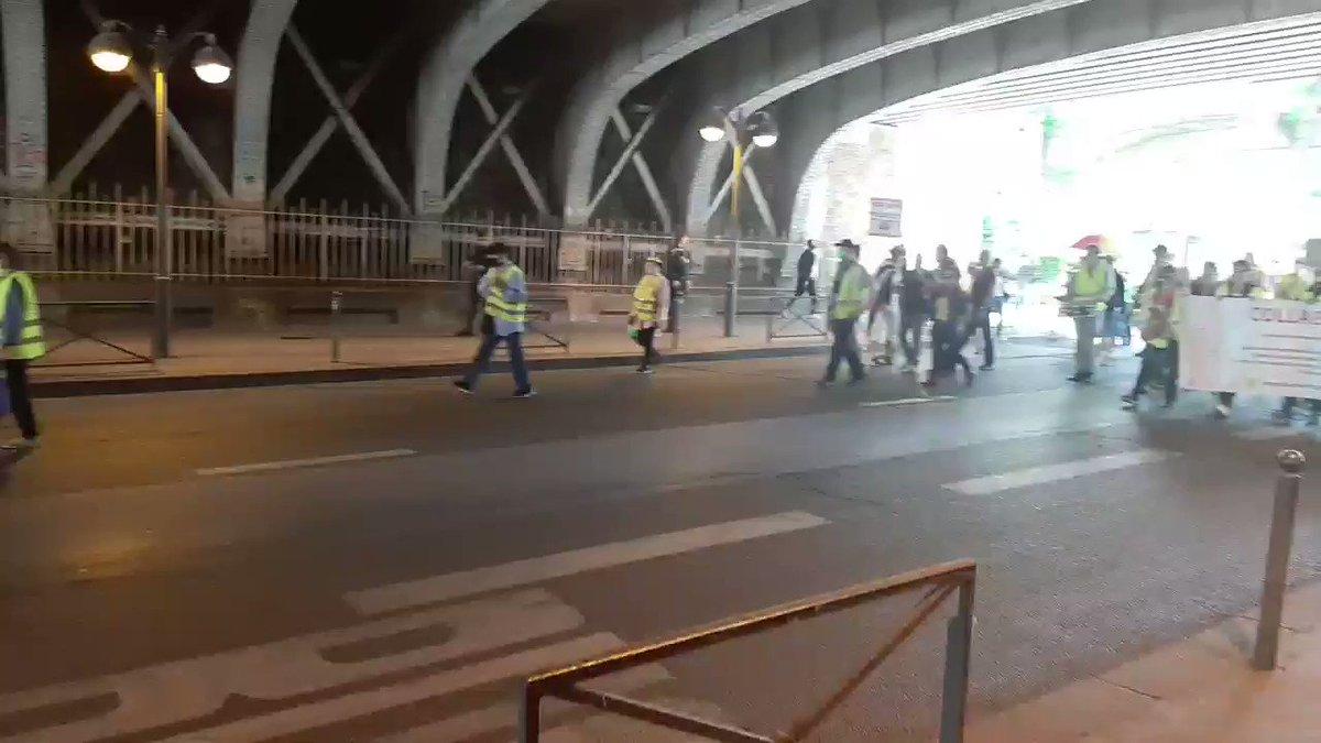 Au moment où un #remaniement hors-sol ignore la démocratie, et où #Macron et #Castex sapprêtent à amplifier la violence sociale du quinquennat, la mobilisation des #GiletsJaunes est plus que jamais justifiée. Ça tombe bien... #Paris #11juillet