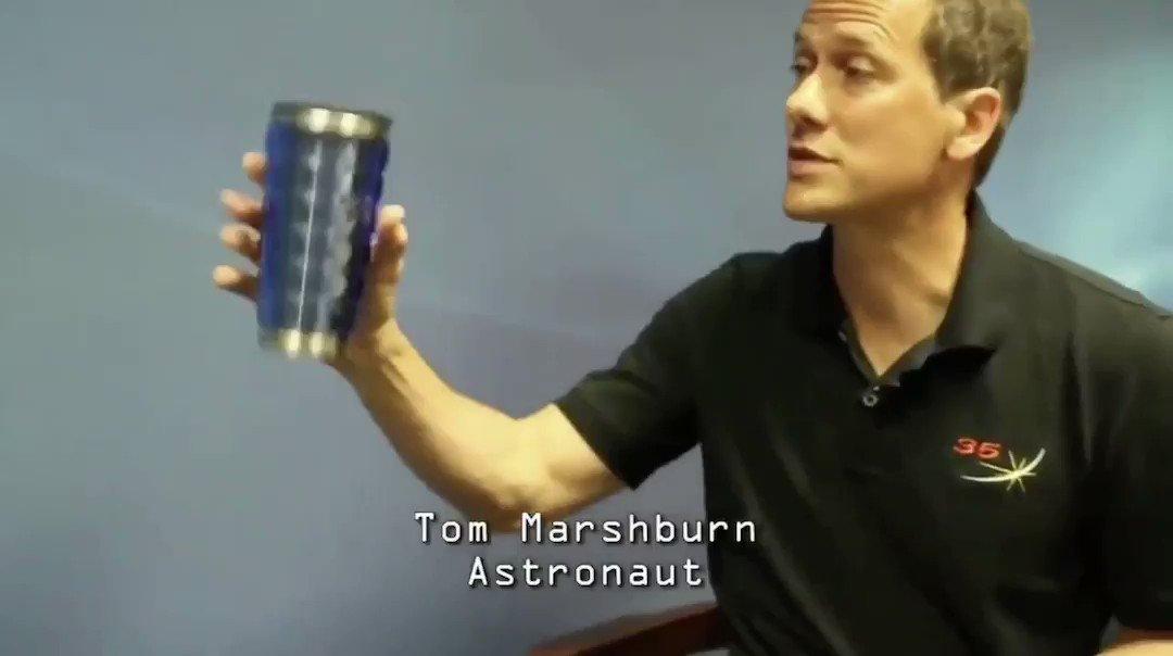 重力の存在を忘れてインタビュー受ける元宇宙飛行士ほんと草