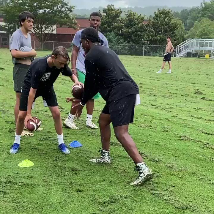 This is an example of why some have all, and I'll have some.....WORK‼️.     = @jaylonevans12 #work #yourwhy #quarterback #train #workiut #train #training #qbdrills #qbtrainer @bhamqb_100