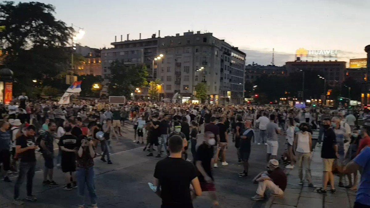 Image for the Tweet beginning: Fünfter Demonstrationsabend in Folge vor