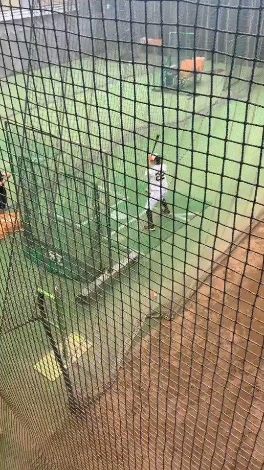 ジャイアンツ球場小林誠司選手がバッティング