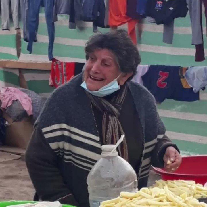 estamos ayudando al campamento Batuco, necesitamos Botas dAgua, Ropa dCama, ropa abrigada. todas  tallas,coordinamos retiro. No es lo mismo la cuarentena en un campamento el #QuedateEnCasa es muy difícil @BataChile @KarendTV @KathySalosny  por favor RT https://t.co/hACodttta9