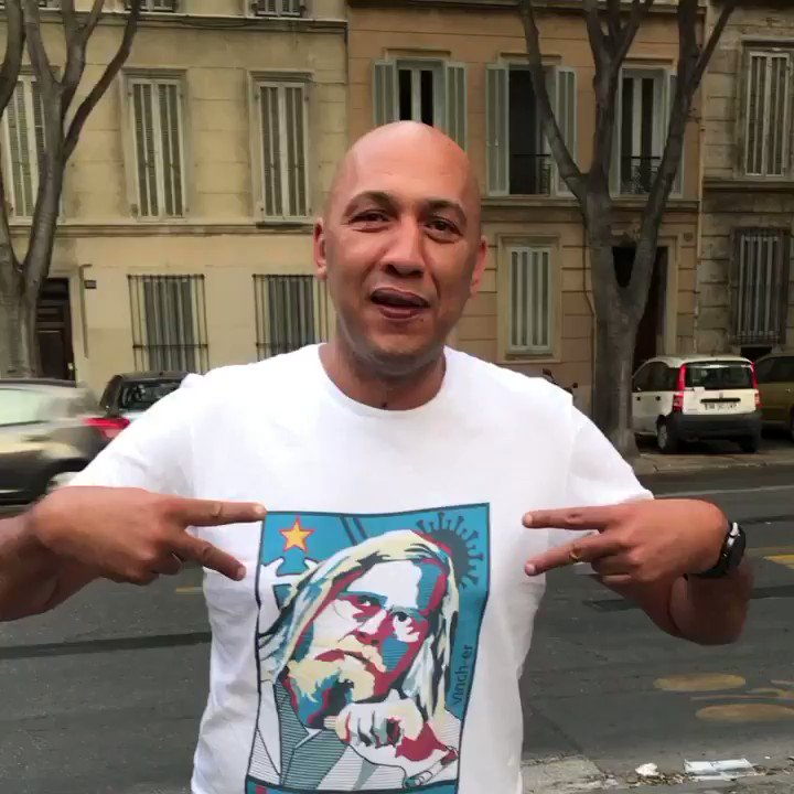 T shirt dispo en message prive ! #marseille #Covid_19 #art #vinch-er #raoult #coronainterieur #t-shirt #modepic.twitter.com/6rOBER5kkO