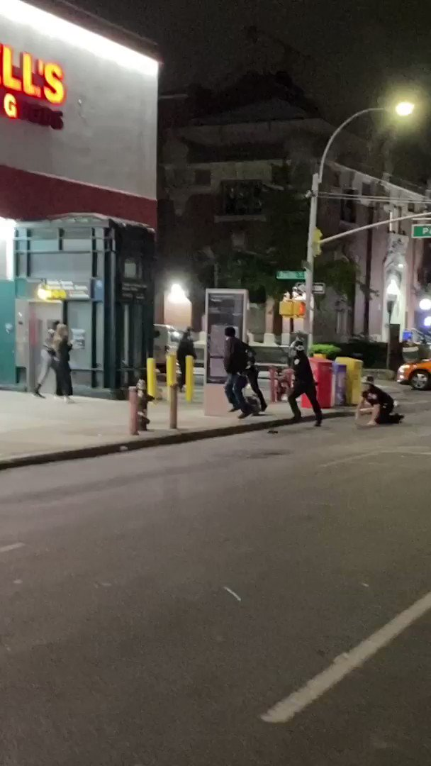 I was in Brooklyn on June 2 and watched as NYPD officers repeatedly struck a protester who was already on the ground. Then a commanding officer stepped on his neck.  The NYPD says officers used restraint at the protests. Here's what 64 videos show: https://t.co/yEvl1vXCQo https://t.co/jddnLeytAE
