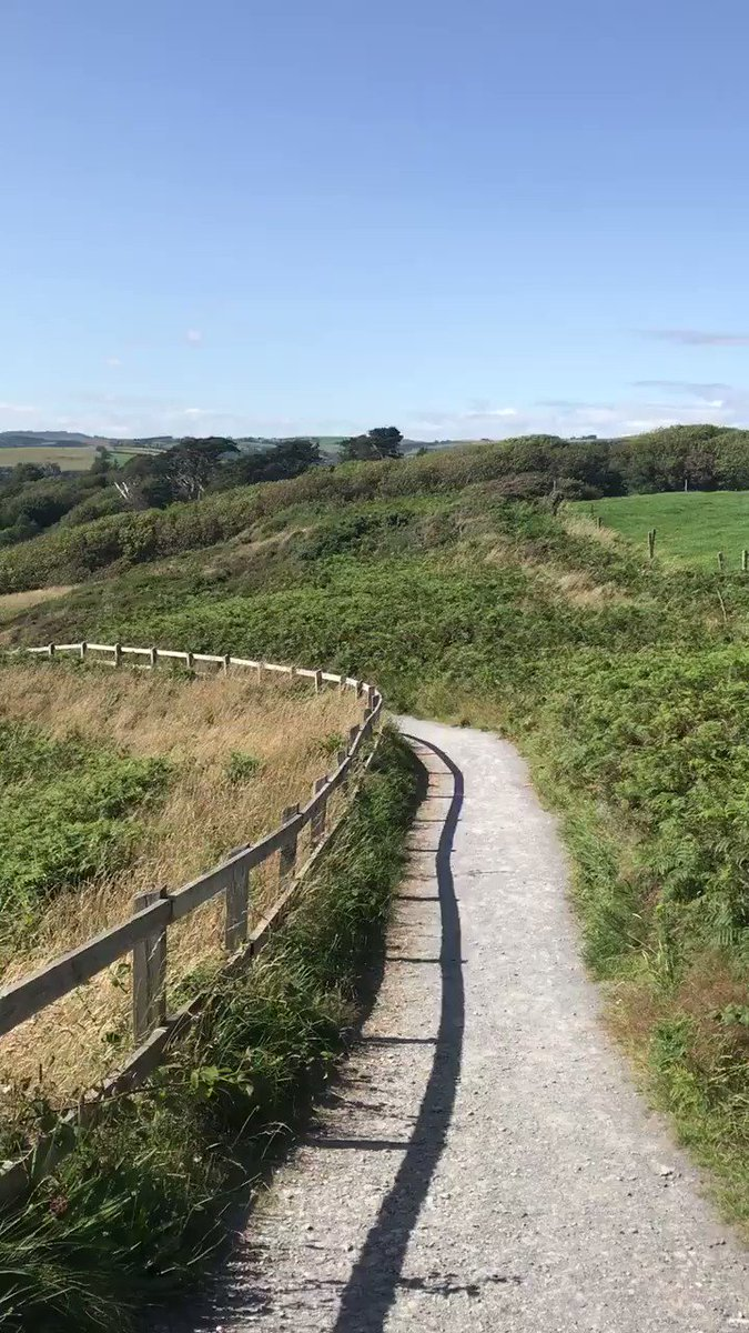 This afternoon I got to took the cliff walk from Ownahincha to The Warren beach! How beautiful @pure_cork @Failte_Ireland @discoverirl #PureCorkWelcomes #MakeABreakForIt https://t.co/iJ1qlSs02W