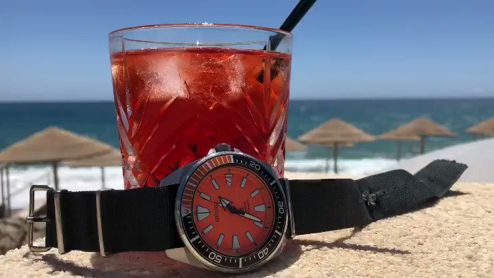 Reminiscing about drinks by the beach in Greece with the Seiko Samurai SRPC07   #SeikoSaturday #SeikoSamurai #Seiko @seikowatchofficial #SRPC07 https://t.co/2qJSyHmer7