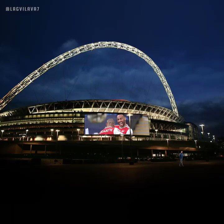 🔴 🌑 Red moon rising over Wembley 🏟️ #Arsenal #EmiratesFACup #ARSMCI @Aubameyang7