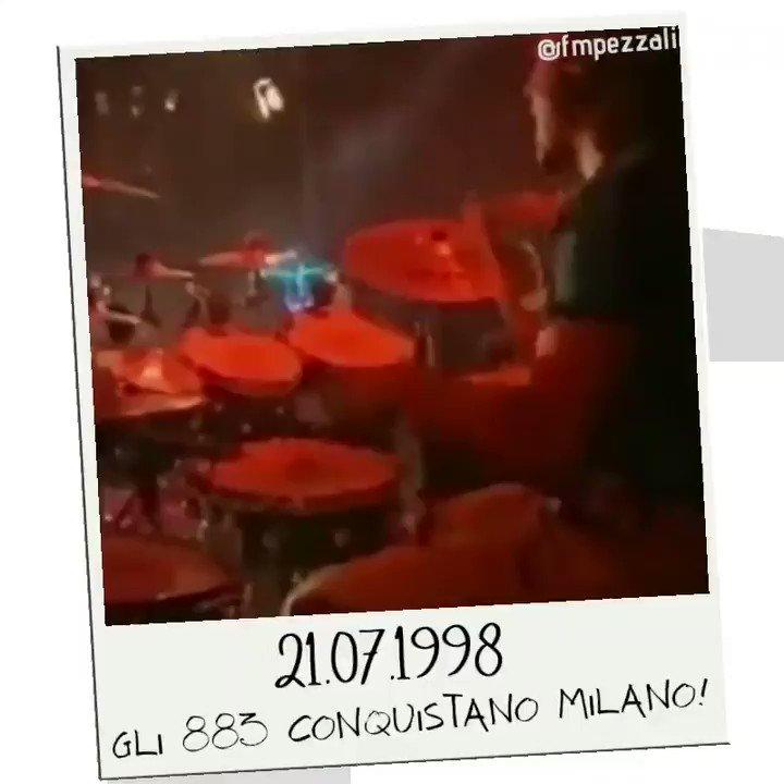 21 LUG 1998 • 21 LUG 2020  Gli 883 conquistano Milano!  #MaxPezzaliLive #MaxPezzali #Milano #PiazzaDuomo #Memories #Anni90 #90s #FMP https://t.co/O6iusuOFgl