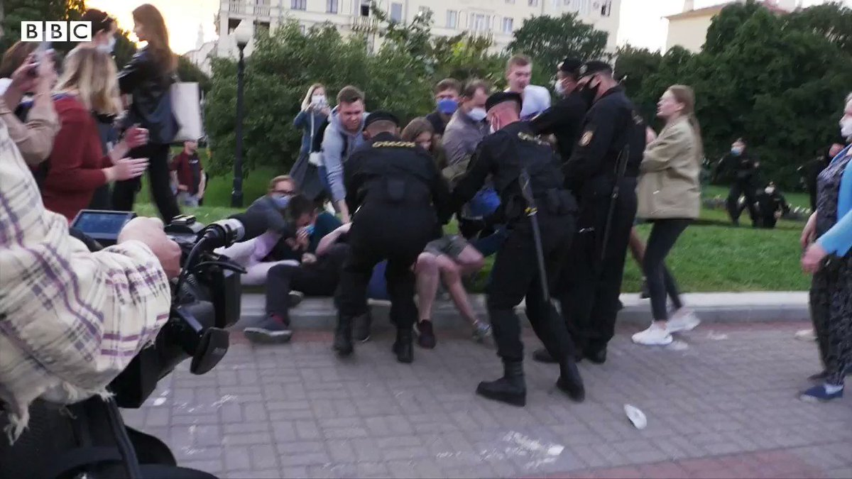 In Belarus, hundreds of opposition activists and journalists are being rounded up and jailed ahead of next month's elections BBC journalists watched as police grabbed peaceful protesters off the streets of Minsk and drove them away [Thread] bbc.in/2CAM4Kc
