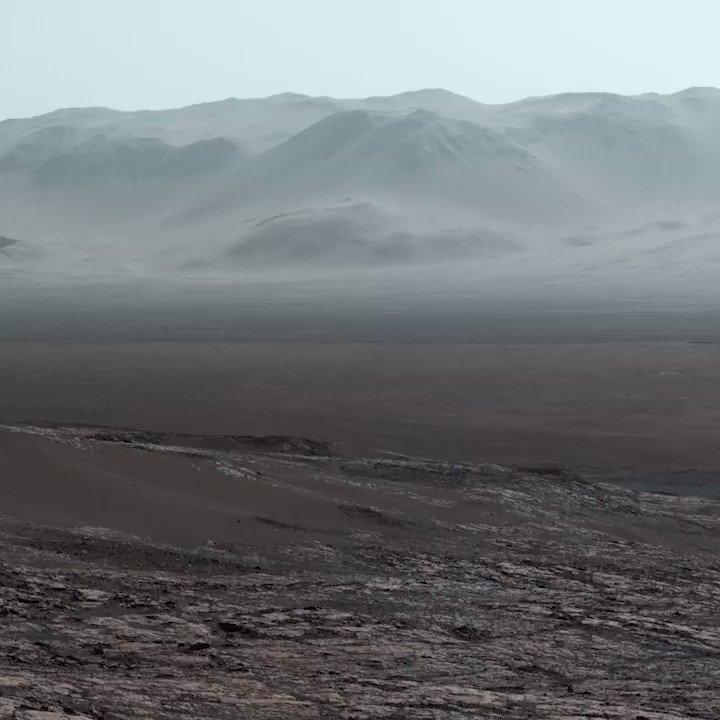 NASAの探査機キュリオシティが撮影した火星の風景。正直、地球上にも同じような景色はある。それでも遠く離れた星に、自分たちが暮らす場所と同じような景色があって、そこで自分たちが作ったロボットがこの瞬間も動いている、と考えるととても不思議な気分になる。