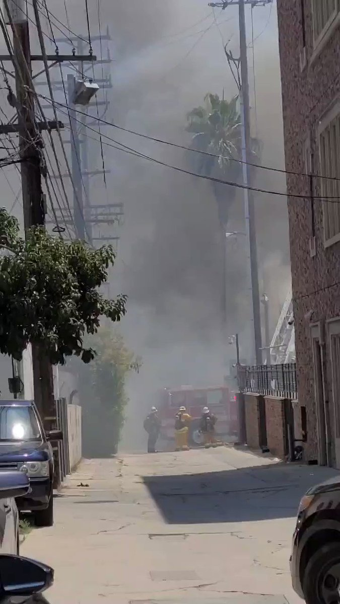 Image for the Tweet beginning: @MikeRogersTV @LAFD @LAFDtalk Fire close