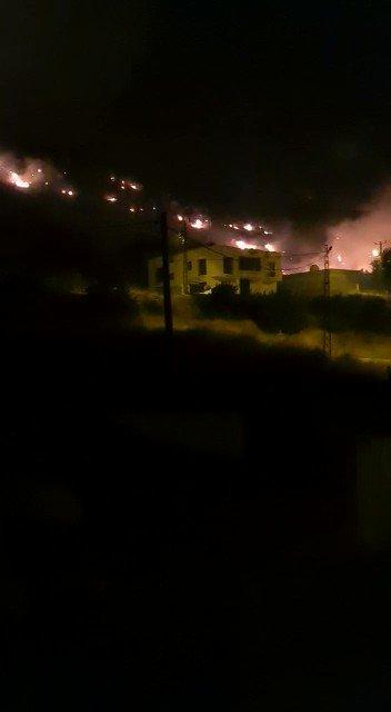 Ik heb zonet een bevestiging gekregen. Het vuur in het christelijke dorp Hessana in zuid oost Turkije is door de Turkse regering aangestoken. Het branden van Hessana raakt ons hart, ze hebben ons uit ons thuisland gepest en nu proberen ze elke spoor van ons te vernielen. https://t.co/dEc6DplXzN