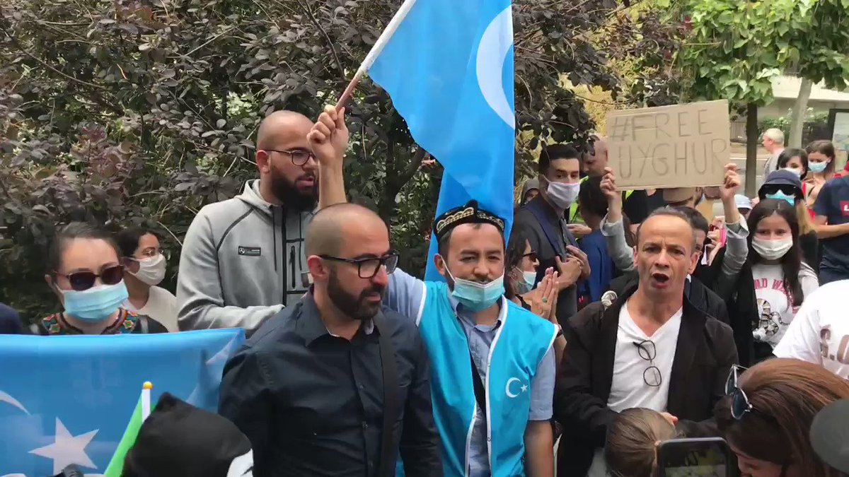 People gathered today in #Paris #France 🇫🇷 in solidarity with #Uyghurs. They held a peaceful #demonstration in front of the Chinese Embassy 🇨🇳 chanting 'Solidarité avec les #Ouighours' holding signs 'Ouighours Lives Matter' #Uighurs Video @CharlesBaudry