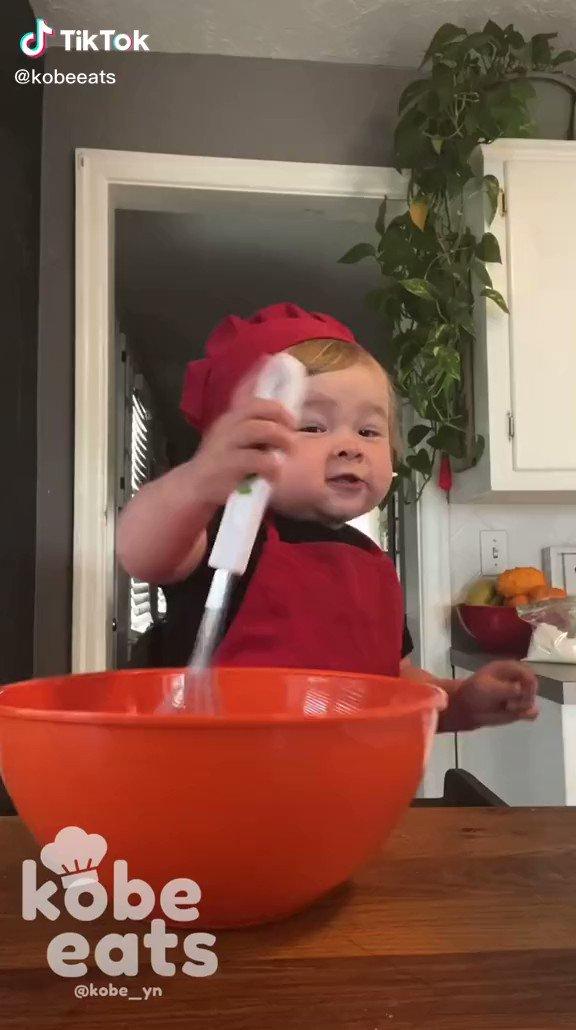 ぷくぷくな赤ちゃんが作るお菓子動画が可愛いすぎる!