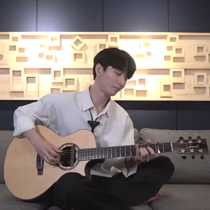 🎵 Treat yourself to this gorgeous guitar cover of Lauv's 'I Like Me Better' by @jungsungha → https://t.co/Pwa8EEj9kR https://t.co/k7L1bpyKlz