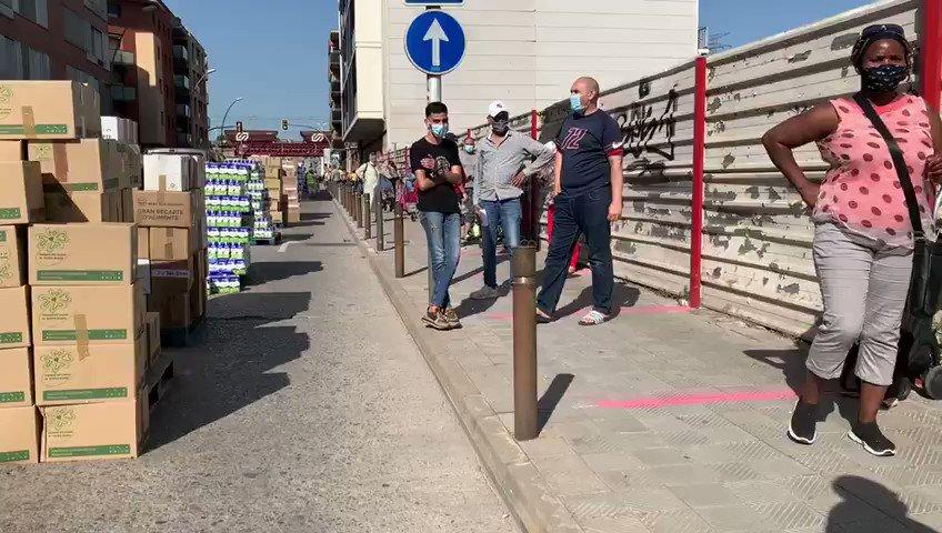 #España Colas del hambre interminables en Manresa y Florentino en libertad. Eso es el capitalismo español