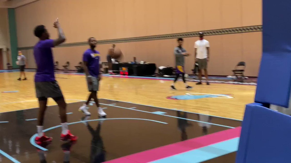 Lebron went to grab his phone so he could DJ the end of practice - first song choice: Big Krit '2000 & Beyond.' https://t.co/khyEy5XMZq