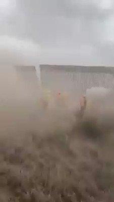 @realDonaldTrump *as the Wall goes down https://t.co/0OTYEefeVX