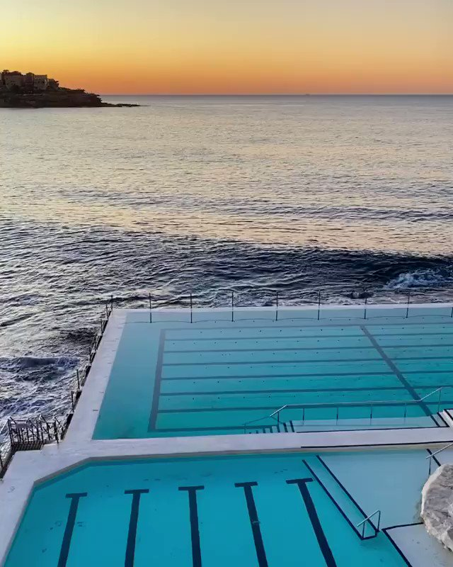 It's not worth pushing that snooze button as you'll miss moments like this    IG/marcelaugaz captured this #sunrise over #Bondi's Icebergs #oceanpool and today you can witness the sunset from this iconic spot on our Facebook page at 4:15pm AEST!  #seeaustralia #ilovesydneypic.twitter.com/wXob0FcxXf