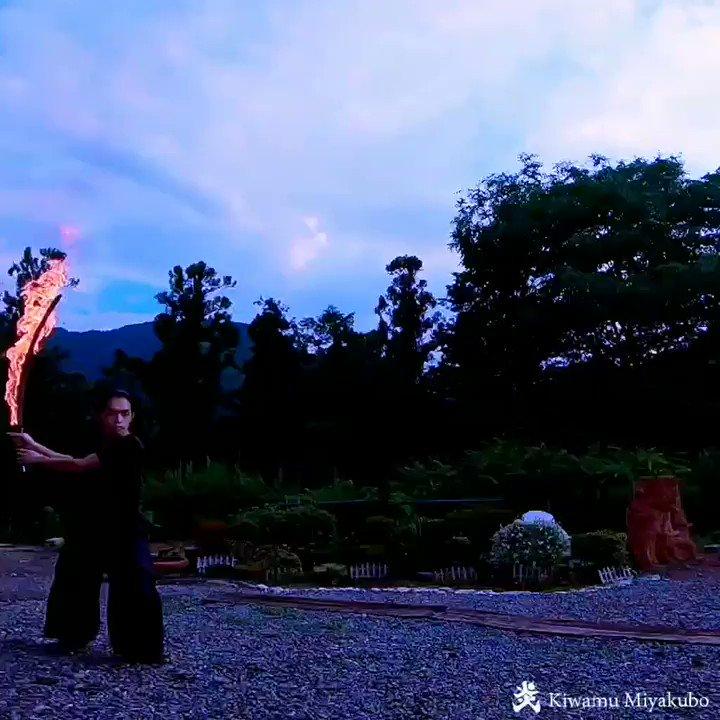 こちら炎刀の火炎斬り3連、妖しい炎が綺麗です🔥 https://t.co/17i90wCKUK