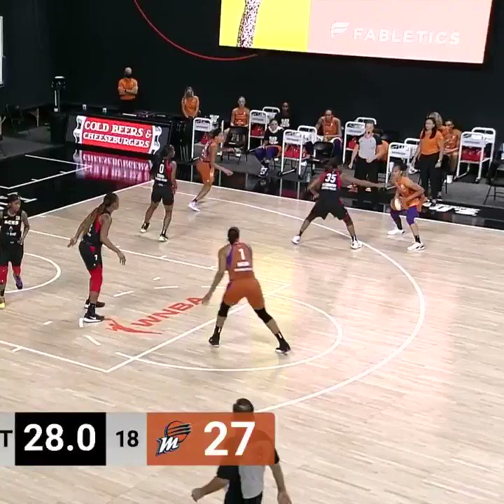 💪 Strong post moves from Kia Vaughn! #ATTtipoff  📺: @CBSSportsNet https://t.co/3uJ6nLGfra