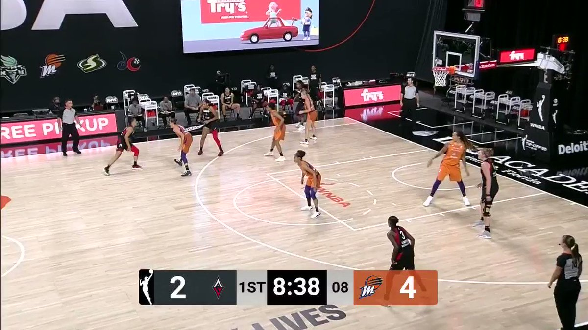 ☔️ It's raining threes for the @PhoenixMercury 😳  They were 7-11 from beyond the arc in the 1st half on @CBSSportsNet! #ATTtipoff https://t.co/rNPvnFXTXH