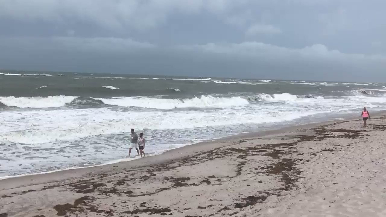 tropical-storm-isaias-slogging-up-florida-coast-with-65-mph-winds Photo
